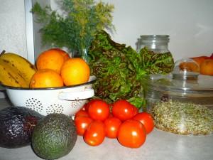basische Ernährung gesund und lecker - buntes Obst und Gemüse