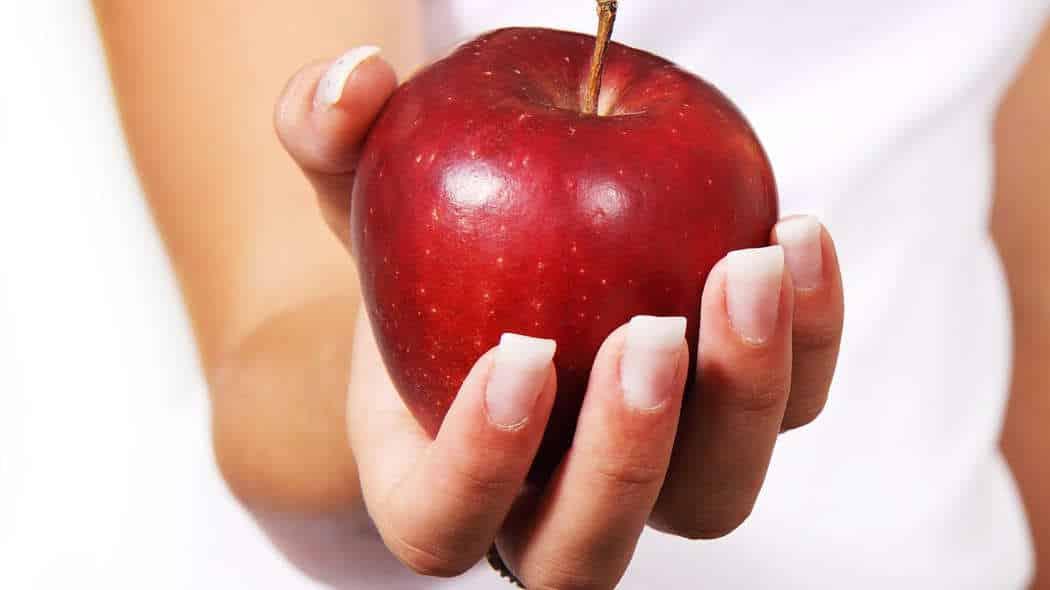 Zuckerfrei leben: Vitalstoffmangel als Auslöser für Heißhunger