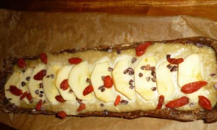 Rohkost-Kuchen mit Cashew-Crème und Mandel-Dattel-Boden: ein Rezept